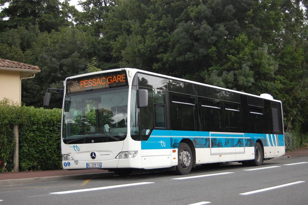 À l'école j'y vais en bus